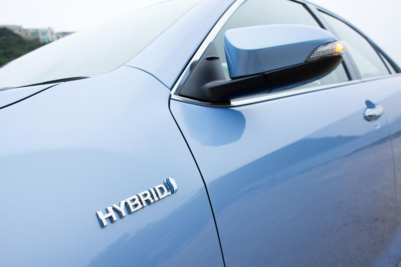 What is the Difference Between Hybrid and Electric Cars?